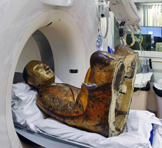 When a Dutch hospital performed a medical examination of a Buddha statue from China dating back to the 11th or 12th century, it found a shocking surprise hidden inside.