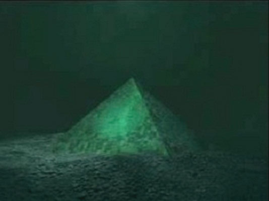 Two-Giant-Underwater-Crystal-Pyramids-Discovered-In-The-Center-Of-The-Bermuda-Triangle-1